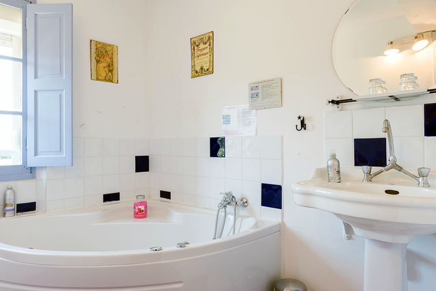 Chambre h te climatis e avec jacuzzi au luc en provence dans le var - Chambre d hote le luc en provence ...