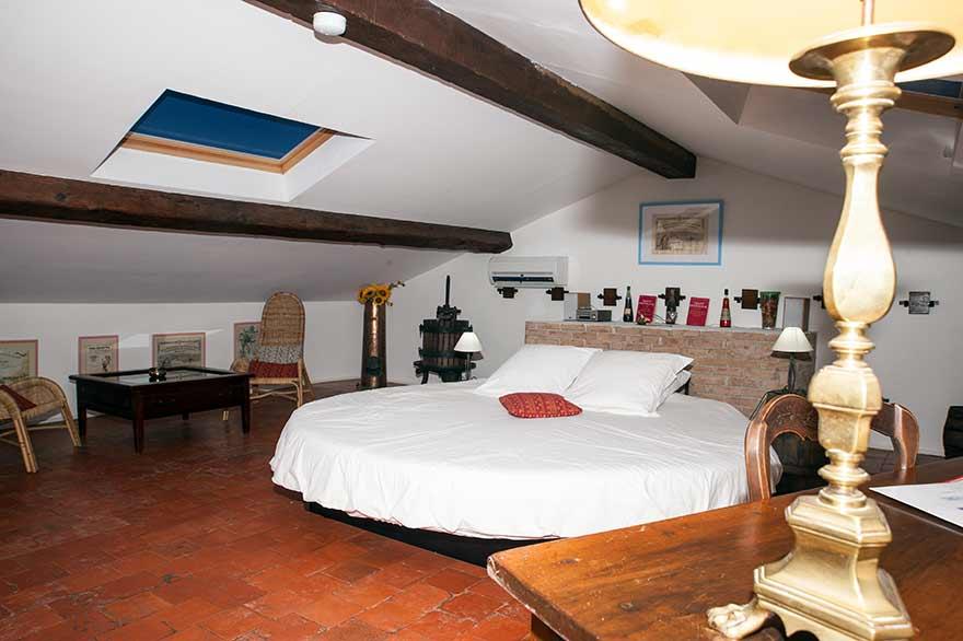 Chambres d 39 h te lit rond matelas eau piscine spa var provence - Orientation d un lit pour bien dormir ...