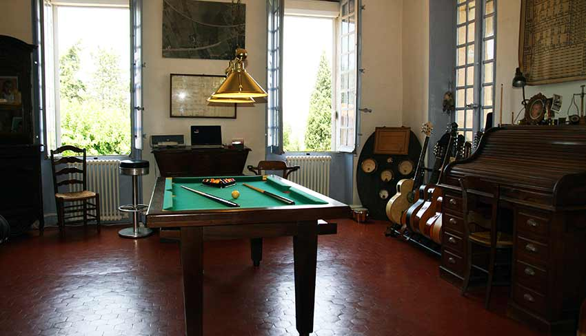 Salons billard chambre d 39 hotes television provence for Chambre d hote salon de provence