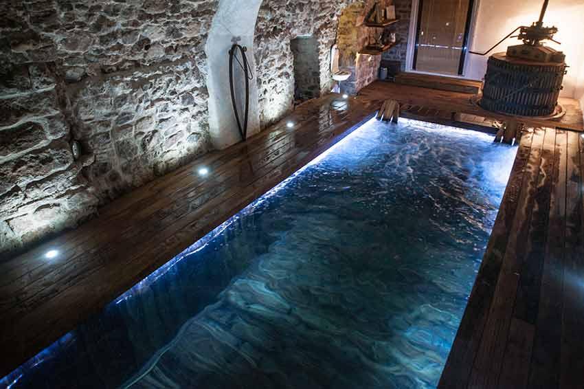 Chambre d 39 h tes avec piscine interieure jacuzzi var provence for Chambre d hote avec piscine