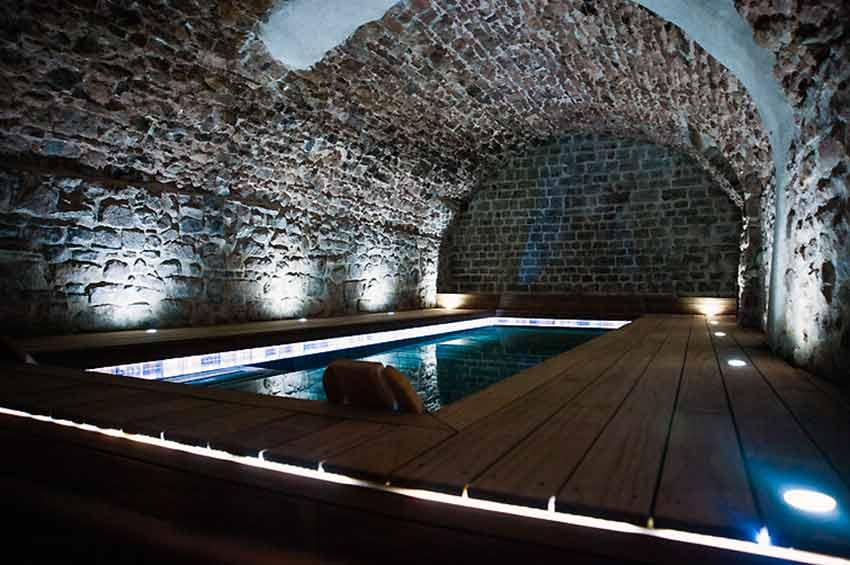chambre d 39 h tes avec piscine interieure jacuzzi var provence. Black Bedroom Furniture Sets. Home Design Ideas