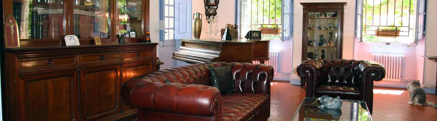 Salons billard chambre d 39 hotes television provence for Chambre d hotes salon de provence